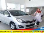 sales-counter-tunas-daihatsu-palembang-memamerkan-unit-ayla_20180831_143914.jpg