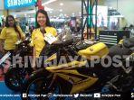 sales-memamerkan-produk-motor-yamaha-r15_20180915_205440.jpg