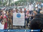sejumlah-pendemo-yang-tergabung-dalam-aliansi-untuk-indonesia-cerdas-aksi-demo.jpg