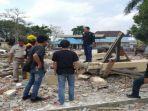 seorang-pekerja-renovasi-masjid-polresta-palembang-tewas-tertimpa-puing-rabu-9102019.jpg