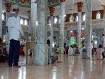 sholat-jumat-di-masjid-agung-solihin-kayuagung.jpg