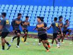 striker-sriwijaya-fc-sandrian-mengenakan-jersey.jpg