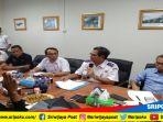 suasana-konferensi-pers-terkait-terhentinya-lrt-di-zona-i-bandara-palembang_20180813_172151.jpg