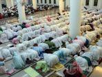 suasana-saat-kaum-muslimin-shalat_20170530_095105.jpg