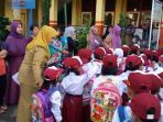 suasana-sekolah-di-hari-pertama-tahun-ajaran-baru_20160718_103120.jpg