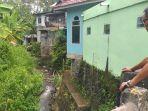 tampak-warga-desa-banyu-urip-kota-pagaralam-sedang-melihat-kondisi-sungai-air-betung.jpg
