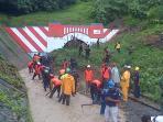 terowongan-dan-rel-kereta-api-di-kelurahan-gunung-gajah-longsor_20160123_121120.jpg