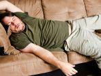 tiduran-tidur-di-sofa.jpg