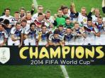 tim-nasional-jerman-berfoto-usai-memenangi-final-piala-dunia.jpg