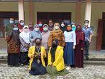 tim-unsri-bersama-beberapa-guru-bahasa-indonesia.jpg