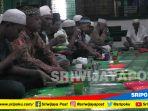 tradisi-berbuka-puasa-ngidang-masjid-suro_20180519_143032.jpg