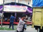 truk-logistik-pilkada-oku_20151206_081445.jpg