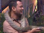 ular-king-kobra-buat-luna-maya-panik-ketakutan-peliharaan-panji-petualang-buat-satu-studio-heboh.jpg