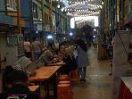 uluhan-masyarakat-santap-malam-di-lorong-basah-night-culinary-pasar-16-ilir-palembang_20180527_132410.jpg
