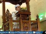 ustad-alan-putra-muda-lc-mag-saat-menyampaikan-khutbah-di-masjid-al-munawwaroh-maskarebet.jpg