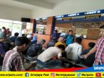 wajib-pajak-bayar-pajak-di-kantor-samsat-palembang-opi-mall_20180621_130605.jpg