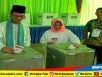 walikota-palembang-harnojoyo-coblos_20180627_102814.jpg