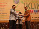 walikota-palembang-kembali-dinobatkan-pembina-kampung-iklim-terbaik-di-indonesia_20181024_202206.jpg