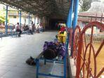 warga-menanti-kedatangan-keluarga-di-pelabuhan-boombaru-palembang_20171229_161934.jpg