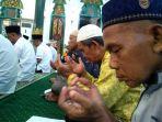zikir-tahun-baru-di-masjid-agung-3_20171231_205513.jpg