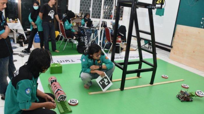 Cetak Sejarah, 3 Tim Robotika Untad Lolos ke Kontes Robot Indonesia
