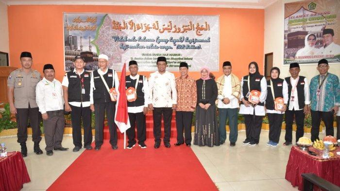 Sekdaprov Sulawesi Tengah Lepas 455 Jemaah Calon Haji Sulteng