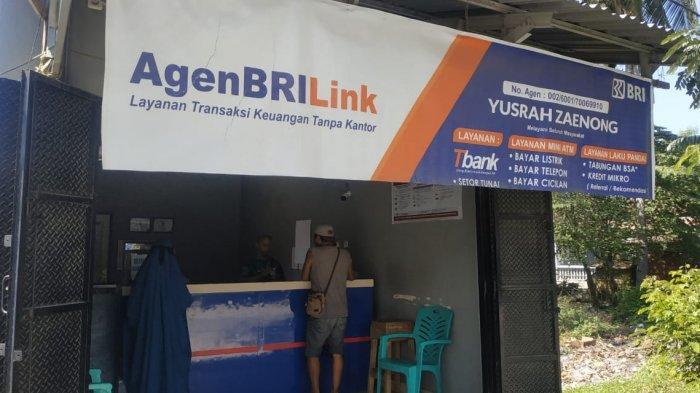 Agen BRILink Yusrah Zaenong di Jl Jati, Kelurahan Nunu, Kecamatan Tetanga, Kota Palu, Sulawesi Tengah, Selasa (8/6/2021).