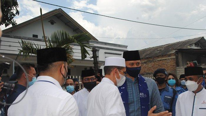 Jalan Kaki ke Kediaman Ketua Alkhairaat, AHY Dapat Nasehat dan Wejangan dari Habib Saggaf