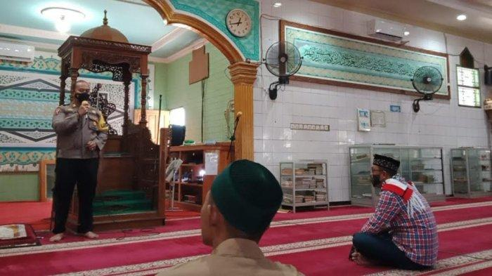 Salat Zuhur Berjamaah di Masjid Raya, Kabagops Polres Palu Minta Dukungan Warga