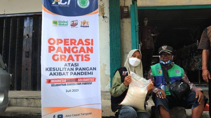 Operasi Pangan Gratis Saat PPKM, ACT Salurkan 1.000 Ton Beras ke Warga