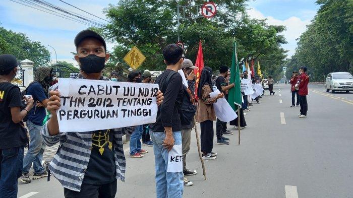 Jelang Hari Tani, Front Perjuangan Rakyat Sulteng Gelar Aksi di Depan Kantor Gubenur-DPRD