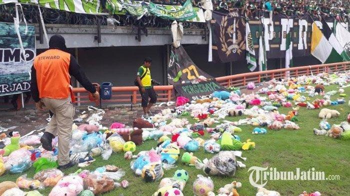 Hujan Boneka di GBT, Cara Bonek Semangati Anak-anak Penderita Kanker dan Korban Bencana