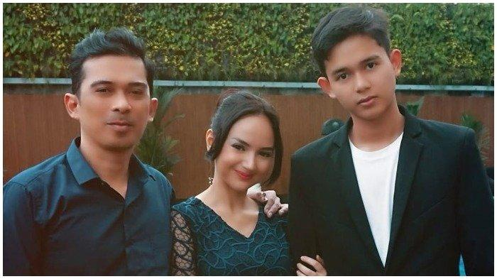 Bersama Ai Rico Hidros Daeng dan Titan, Angelica Simperler Berziarah ke Makam Saphira Indah