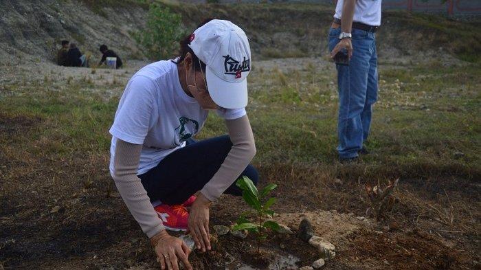Peringati Hari Bumi, Peradah Sulteng Tanam 300 Bibit Pohon di Pura Prajapati Palu