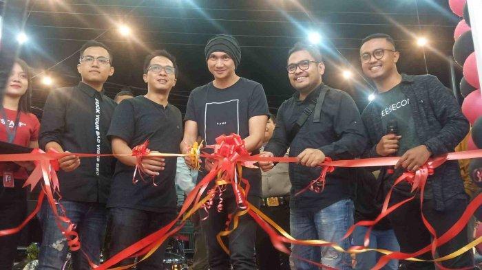 Anji Hadiri Soft Opening Cabang Baru Toko 3Second di Kota Palu, Ada Diskon Sampai 50 Persen