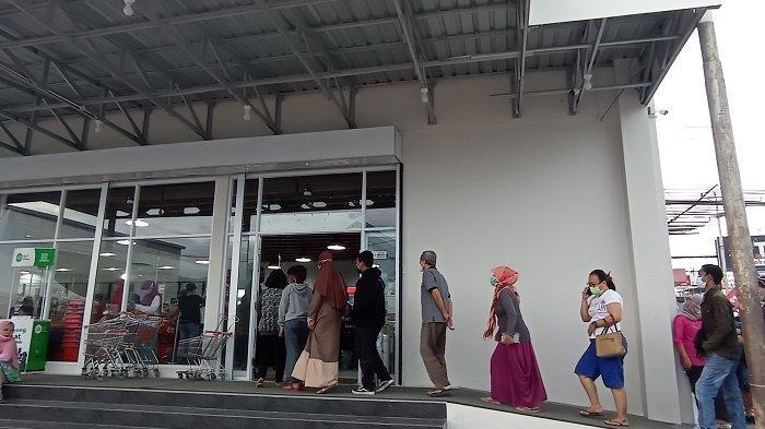Pusat Perbelanjaan Grand Hero Palu Diserbu Warga, Belanja Keperluan Perayaan Hari Raya Idulfitri