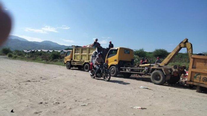 6 Armada DLH Palu Dikerahkan Angkut Sampah di Huntap Tondo l