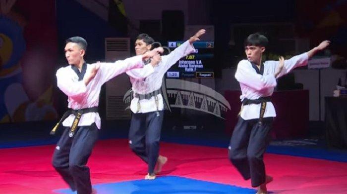 Atlet Taekwondo Sulawesi Tengah kembali mengharumkan nama daerah atas perolehan medali perak untuk kategori Poomsae Beregu Putra, Minggu (3/10/2021).