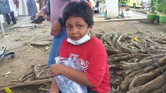 Kisah Ayi, Anak 11 Tahun Pedagang Air Mineral Keliling di Komplek Kantor Wali Kota Palu