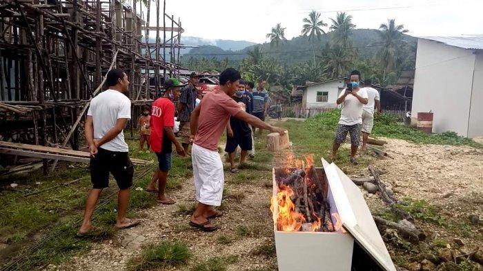 Penjelasan Satgas Covid-19 Terkait Aksi Bakar Peti Jenazah di Banggai Kepulauan