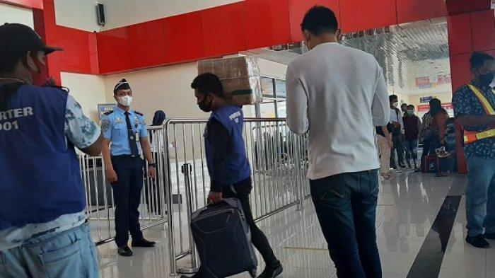 Sehari Jelang Larangan Mudik: Bandara SAA Luwuk Dipadati Penumpang, Sebagian Tidak Kedapatan Tiket