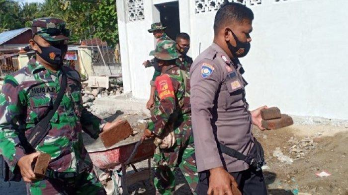 Gotong Royong TNI dan Polri Bantu Pembangunan Masjid Al Afiat di Sigi