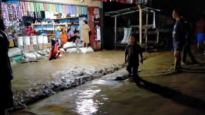 BREAKING NEWS : Sejumlah Dusun di Desa Sintuwu Sigi Terendam Banjir Hingga Akibatkan Jembatan Putus