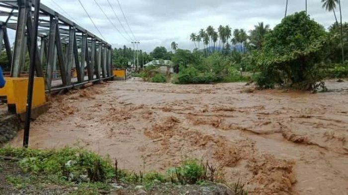 Cuaca Ekstrem, BPBD Tojo Una-una Imbau Warga di Bantaran Sungai Siaga Banjir