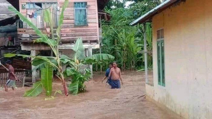 Korban Banjir di Tojo Una-una Diungsikan ke Gedung Madrasah