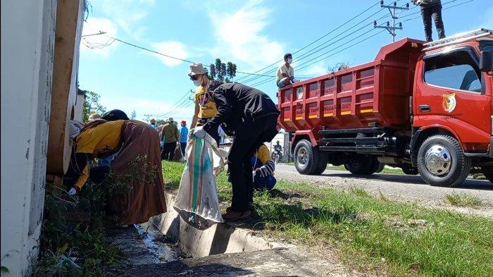 DLH Sigi Turunkan 5 Armada Dukung AksiWorld Clean Up Day