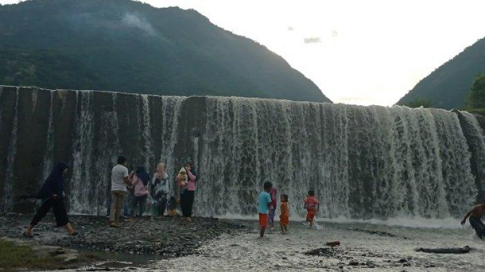 Bendungan Misterius Sigi, Wisata Pemandian dan Swafoto di Kaki Gunung Gawalise