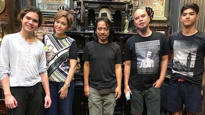 Maia Estianty Kunjungi Rumah Ahmad Dhani, Dewa Budjana: Grup Band Baru Namanya Apa Ya?