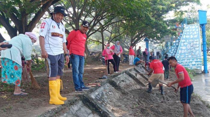 Warga Lolu Selatan Bersihkan Bantaran Sungai di Jembatan Lalove