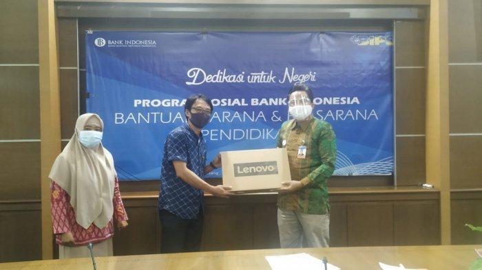 Bank Indonesia Serahkan 48 Paket Bantuan ke 16 Institusi Pendidikan di Sulteng